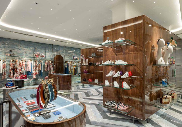 Dolce Gabbana, boutique a Forte dei Marmi - MFFashion.com c6fce40a9c