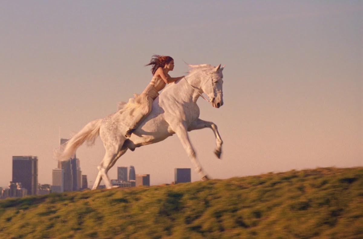 pubblicità profumo lancome cavallo bianco